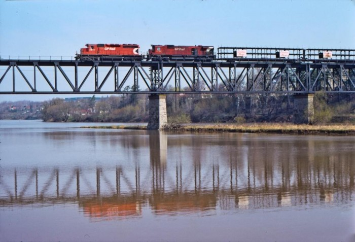 Westbound CP freight crossing the Grand River at Galt, Easter Weekend 1975.